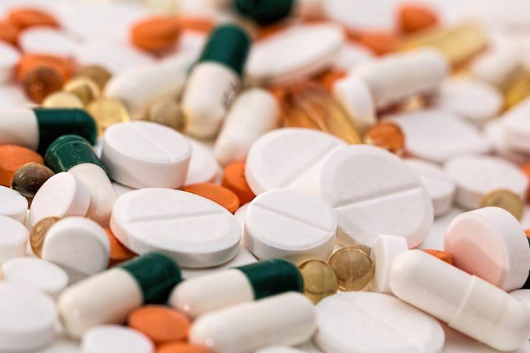 Důchodci by měli mít nárok na léky bez poplatku.